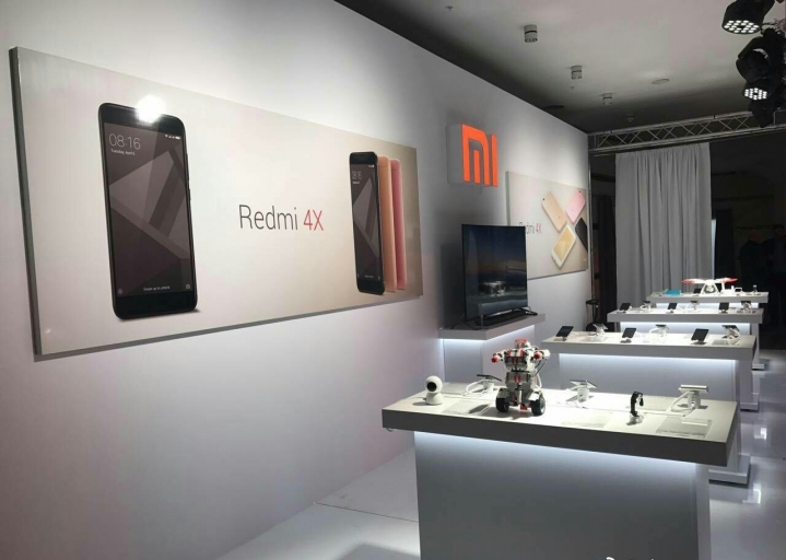 Xiaomi Debts Russia Redmi 4x Demo Booth
